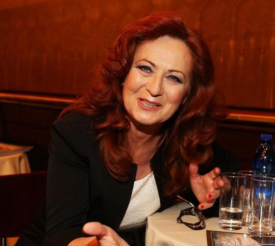 Simona Stašová s make-upem rázem vypadala jako lvice salonů.