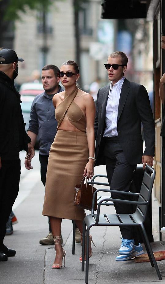Jejich outfity vzbudily pozornost. Cool, ale do Elysejského paláce nevhodné, zhodnotil stylista Filip Vaněk.