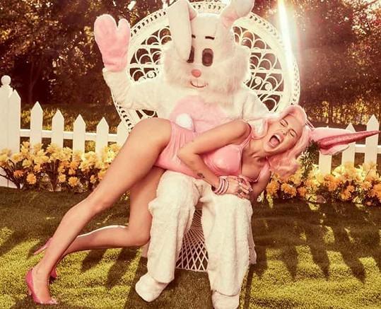 Miley Cyrus to vzala po svém.