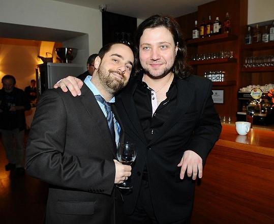 Petr Kutheil a Felix Slováček mladší na párty zpívali.