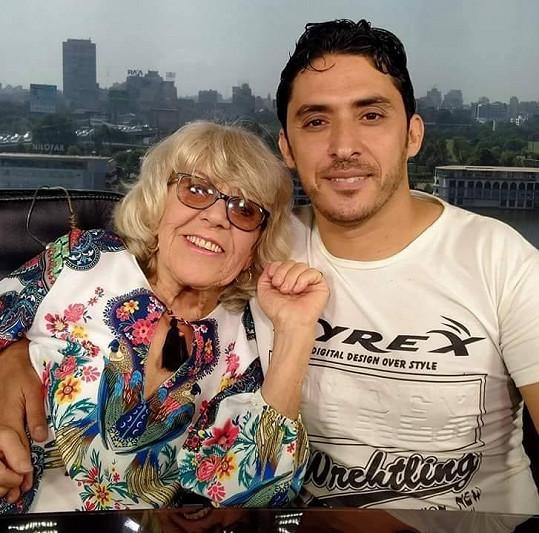 Nedávno se vzali v egyptské Káhiře.
