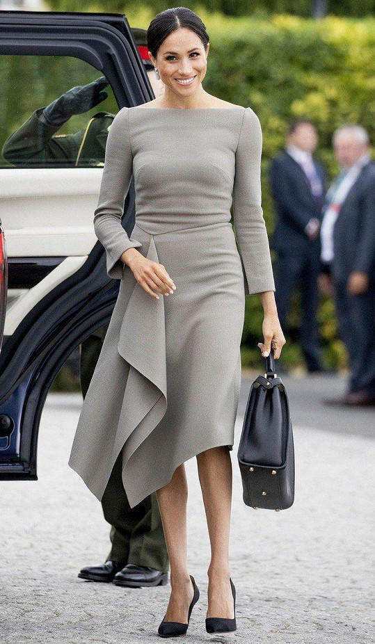 Do Irska Meghan přibalila i tyto šedé šaty.