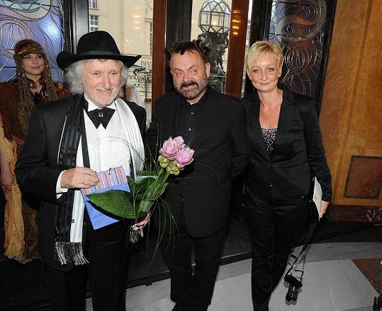 Popřát přišel i Václav Upír Krejčí s manželkou.