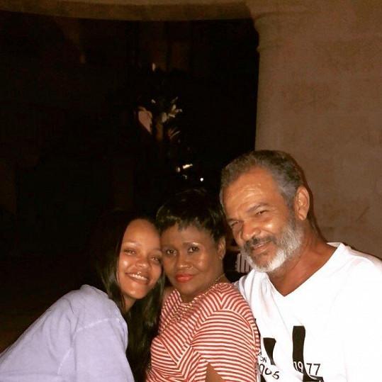 Rihanna s maminkou Monicou Braithwaite a otcem Ronaldem Fentym.