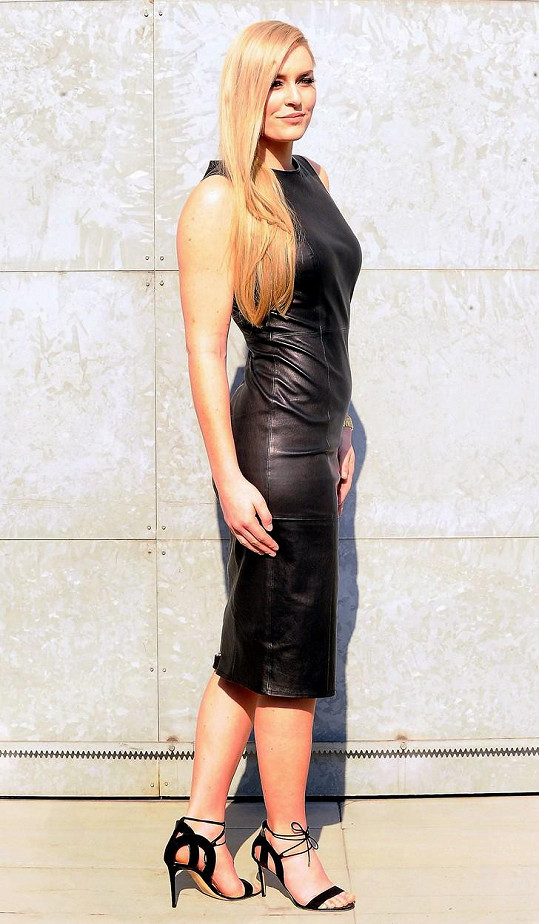 Zářila v modelu od Giorgia Armaniho.