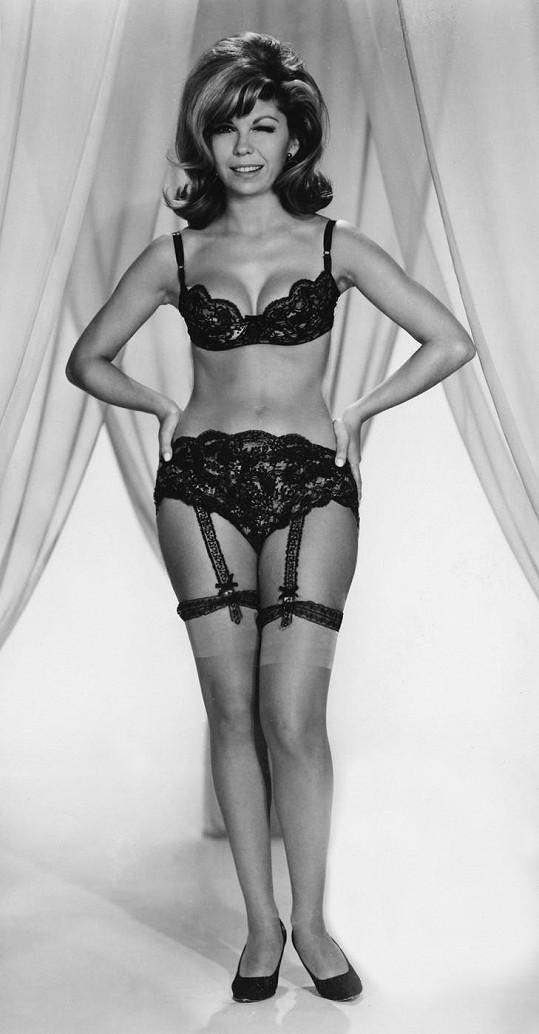 Jako bruneta v roce 1966, když zpívala své první velké hity.