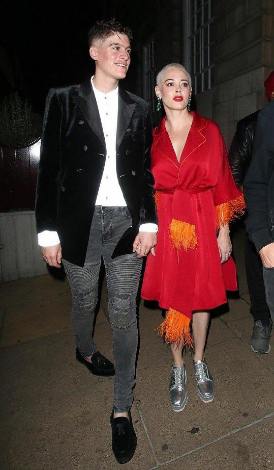 Rose s partnerem, bezpohlavním modelem Rainem Dovem