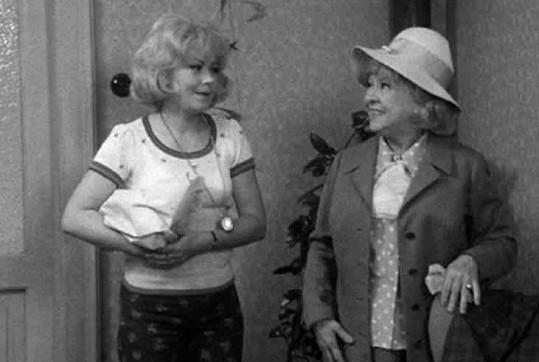 Rok před svou smrtí si Věra zahrála s Jiřinou Bohdalovou v televizní komedii Tetička za všechny peníze.