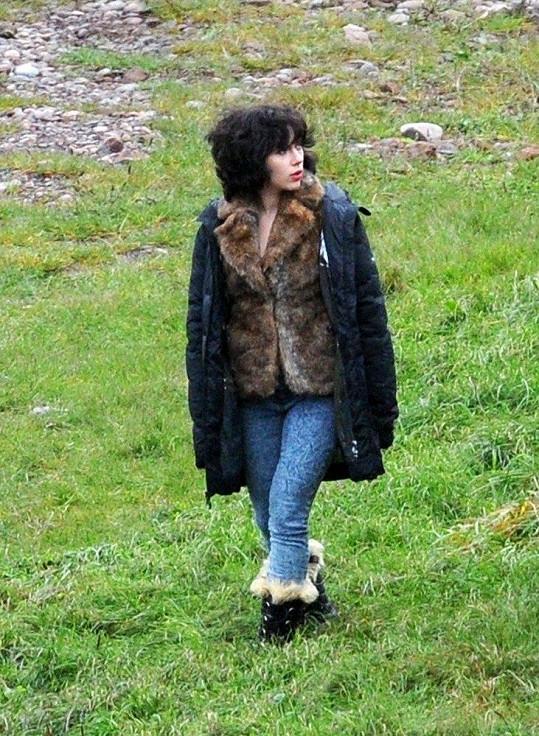 Scarlett Johansson během natáčení ve Skotsku.