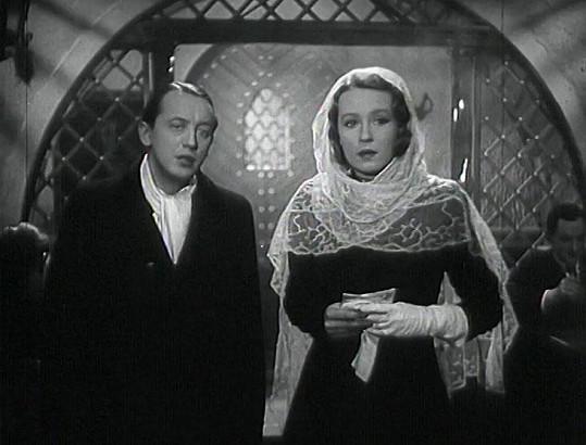 S Františkem Vnoučkem se trápila tři roky. Jako partneři se potkali ve filmu Rukavička (1941).