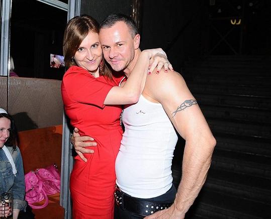S novinářkou Ditou Brančíkovou má tříletého syna Teodora.