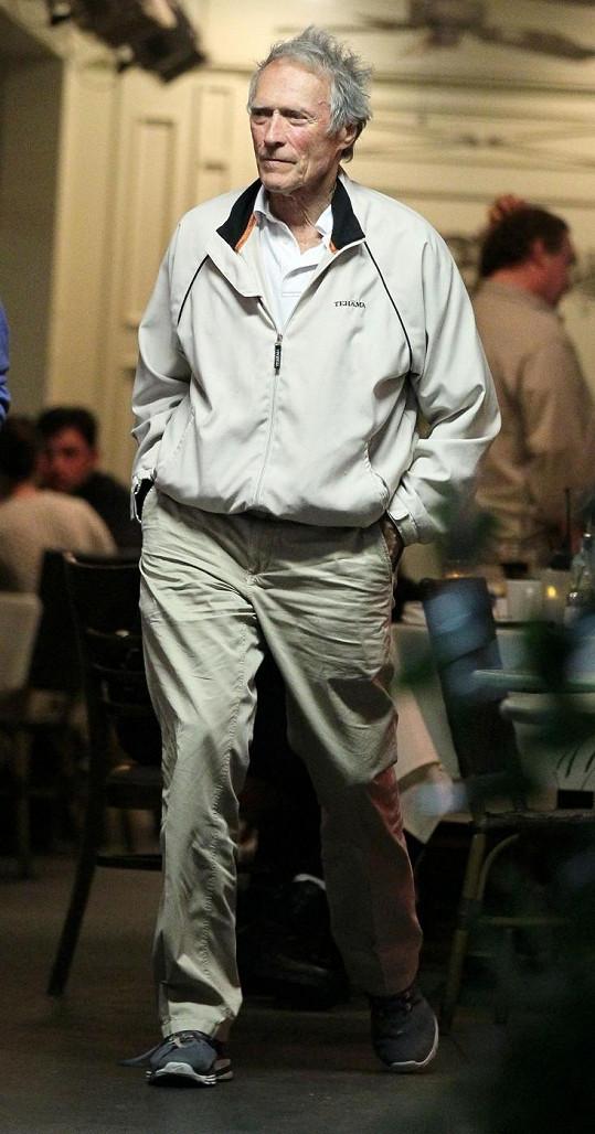 Clint Eastwood je plný energie i po osmdesátce.