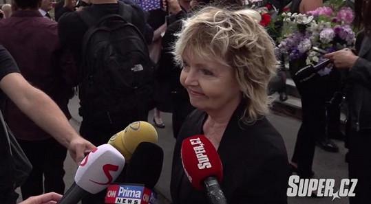 Eva Hrušková na pohřbu Libuše Šafránkové