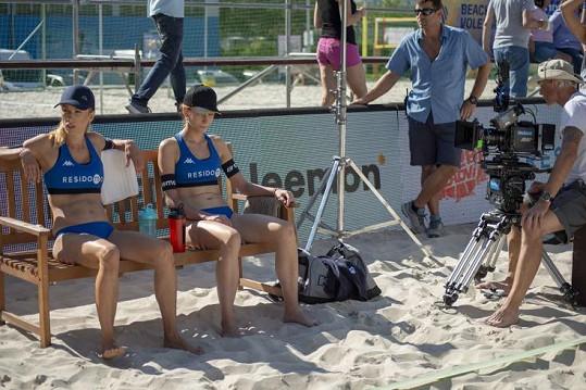 Ve filmu petra Kolečka budou hrát spolu s Petrou Hřebíčkovou beach volejbalistky.
