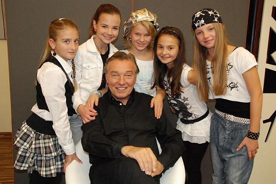 5 Angels si oblíbil i Karel Gott.
