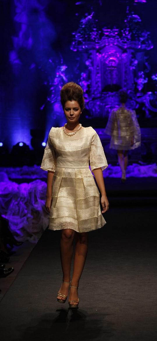 Poprvé se šaty objevily na autorské přehlídce v kostele sv. Šimona a Judy na Tereze Chlebovské.
