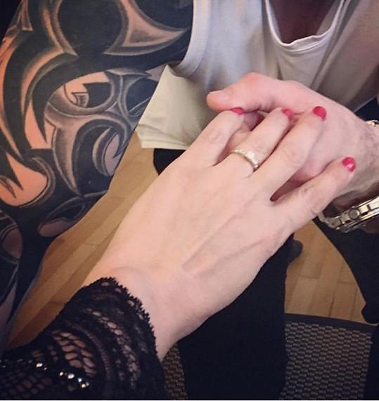 Tento prsten nasadil Radek Filip Lucii Bílé.