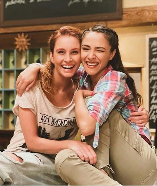 Denisa s Evou Burešovou v seriálu