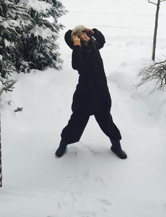 Lucie Vondráčková přivítala sněhovou nadílku.