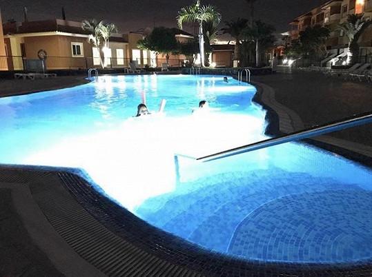 Bazén je společný pro všechny partaje.