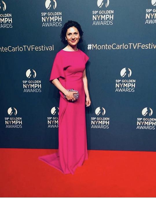 Martha oblékla růžové šaty od svých oblíbených návrhářek Chatty.