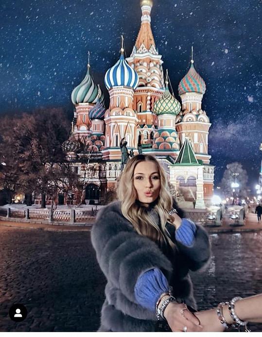 Obdivovala nasvícený chrám Vasila Blaženého.