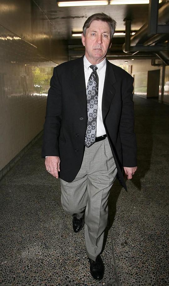 Jamie Spears je zákonným opatrovníkem Britney, zpěvačka usiluje o nabytí svéprávnosti.