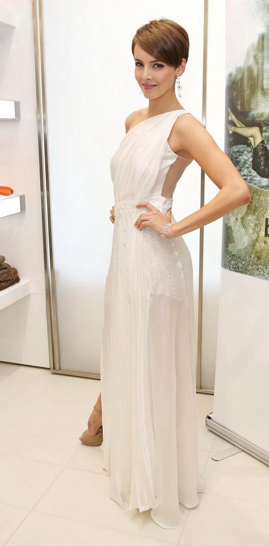 Kralující Česká Miss v hlavních šatech