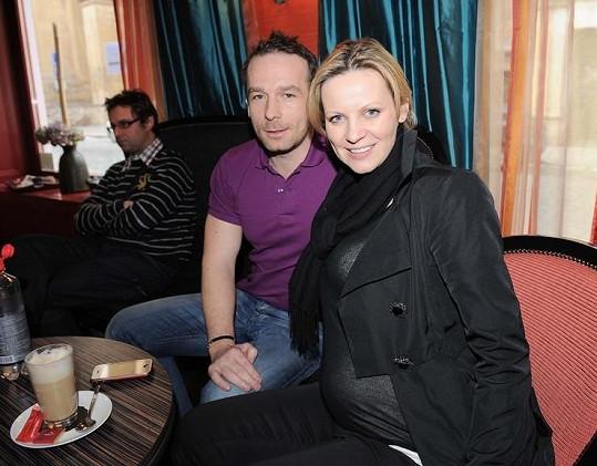 Filip Rožek má dítě s bývalou Miss Petrou Motyčkovou.
