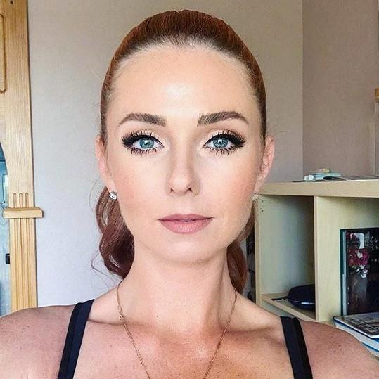 A takhle její kolegyně Lena Katinova (36).
