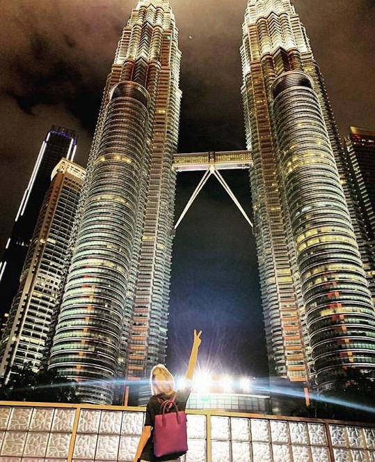 Martina zahájila dovolenou v Kuala Lumpur, ke musela vidět 5. nejvyšší budovu světa Petronas Towers.