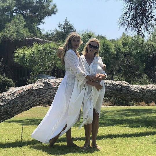 Tereza s krásnou maminkou