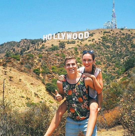 Bez fotky u nápisu Hollywood by neodjeli domů.