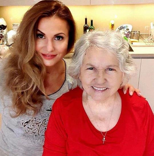 Yvetta Blanarovičová se stará o svou maminku.