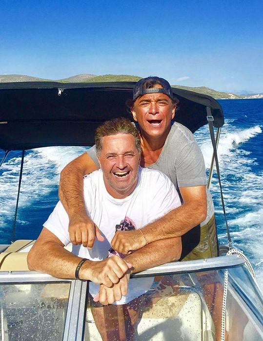 Martin a Sagvan na výletě na lodi.