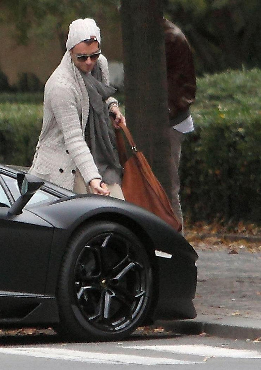 Leošův outfit byl inspirovaný stylem Davida Beckhama.