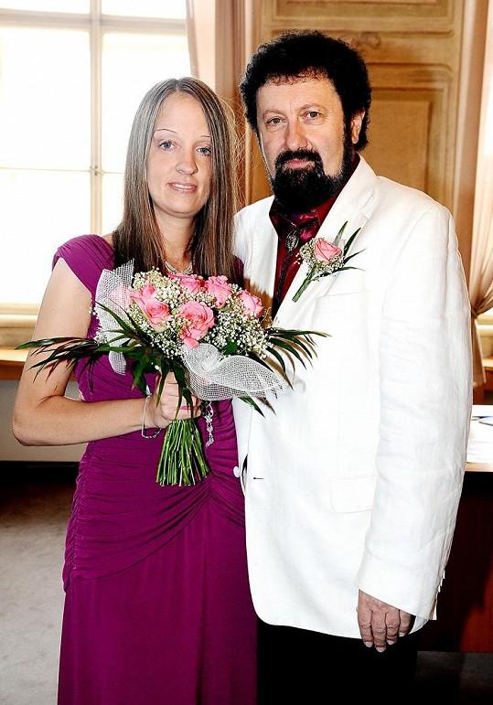 Novomanželé se poznali teprve před pár týdny.