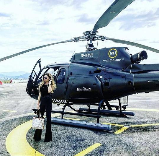 Andreu na Azurové pobřeží dopravil vrtulník.
