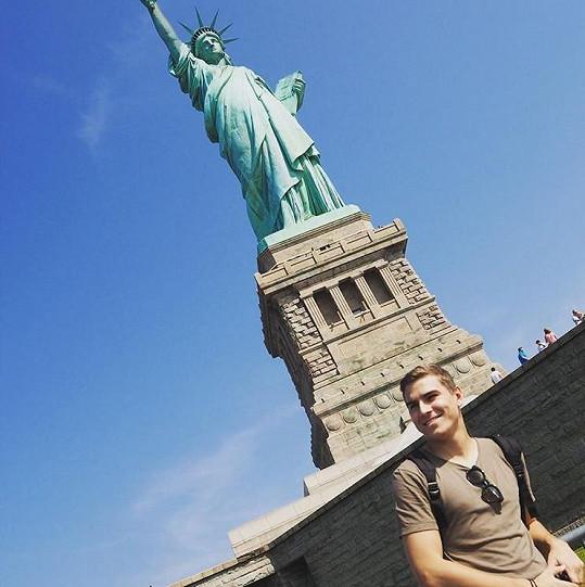 Prvním místem, které herec navštívil byl New York, zde také Nikol požádal o ruku.