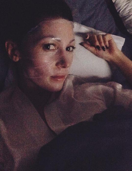Tereza Kerndlová se ukázala bez líčidel. Na obličeji měla jen masku.