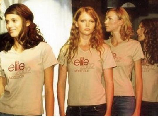 Aneta Vignerová (úplně vlevo) ve finále Elite Model Look v roce 2002. Hned vedle ní stojí Ester Geislerová.