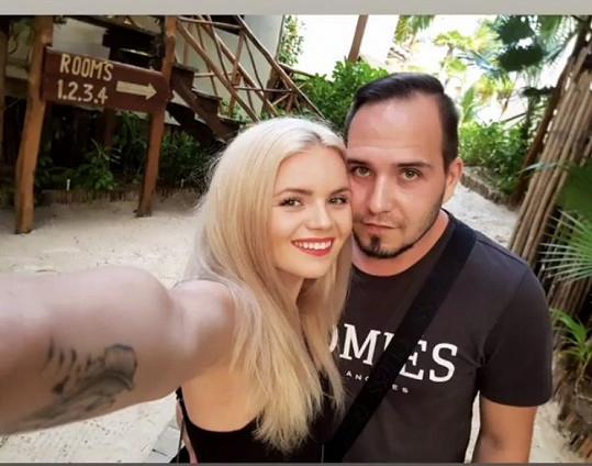 S manželem obdivují tropickou přírodu.