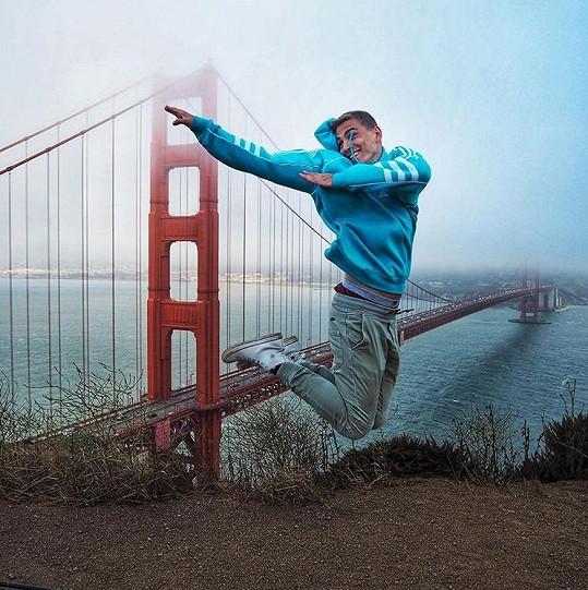 Během měsíční cesty zavítal muzikálový zpěvák také do San Francisca.