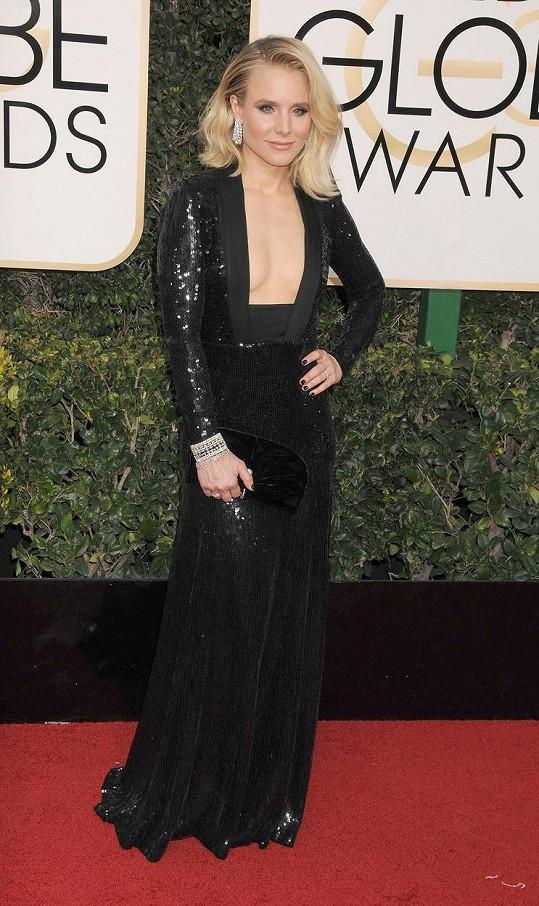 Herečka Kristen Bell se odvážila vyzbrojit tak výrazným hranatým výstřihem, že je prakticky nemožné dívat se na šaty od Jenny Packham jako na celek. Pokud máte pocit, že kráska ve flitrované róbě ještě více září, zásluhu na tom bude mít nejspíš 115 karátů na špercích od Harryho Winstona.