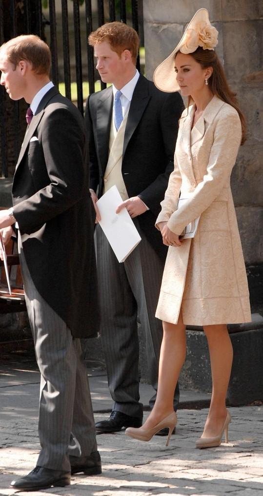 Kate vyměnila klobouček a lodičky a opět byla překrásná.