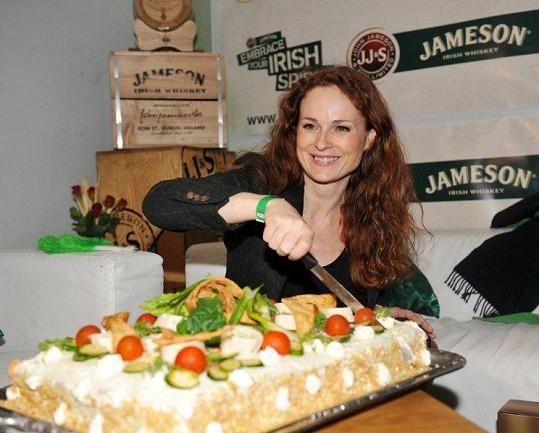K narozeninám dostala Hrubešová obrovský slaný dort.