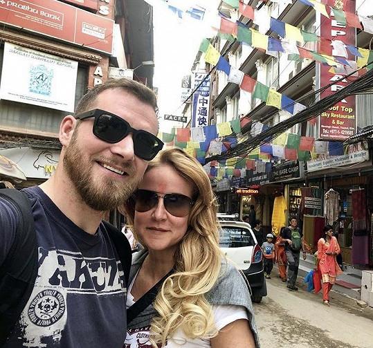 Vendula s manželem Josefem ještě v Káthmándú.