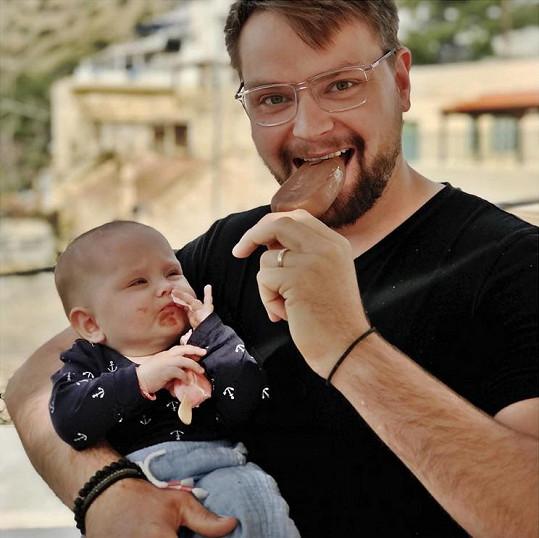 Vágner vzal svou dcerku poprvé do Řecka, kde se vloni ženil.