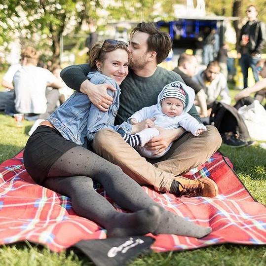 Ondřej se svou partnerkou Terezou a synem Tobiášem