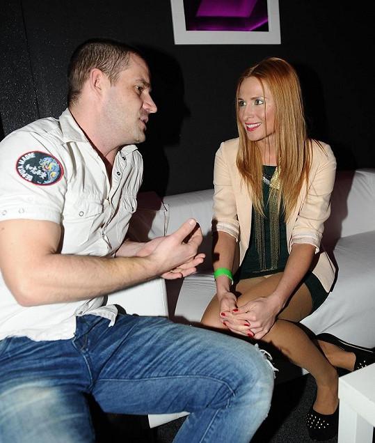 DJ Petr Zvěřina už ale viděl, jaké kalhotky si Romana oblékla.